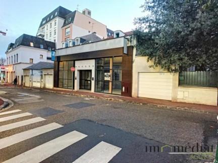 Rueil malmaison: 10 pièces: Dans le centre ville historique de rueil. dans une